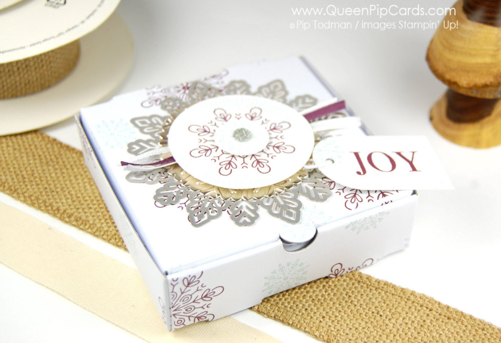 Year of Cheer Pizza Box. Check out the cuteness of this box.  Pip Todman Crafty Coach & Stampin' Up! Demonstrator in the UK Queen Pip Cards www.queenpipcards.com Facebook: fb.me/QueenPipCards  #queenpipcards #stampinup #papercraft #inspiringyourcreativity